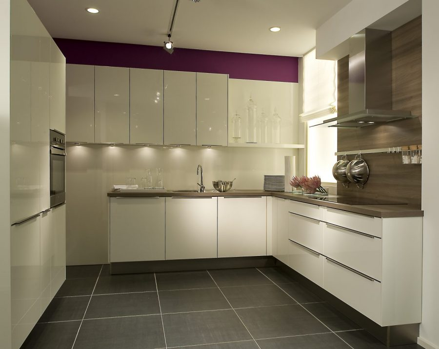 high gloss handleless kitchen